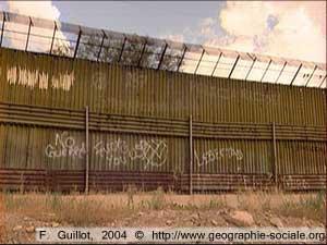 mur de séparation à la frontière entre le Mexique et les Etats-Unis